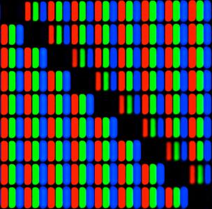 I monitor sono costituiti da un retino di pixel che assumono una colorazione diversa dovuta alla intensità dei colori principali della sintesi additiva (Red Green Blue).